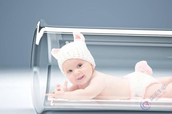 试管婴儿和正常结合的婴儿身体素质一样吗?